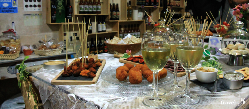 Tapas in Pontevedra at A Tenda da Gata sustainable shop gastro