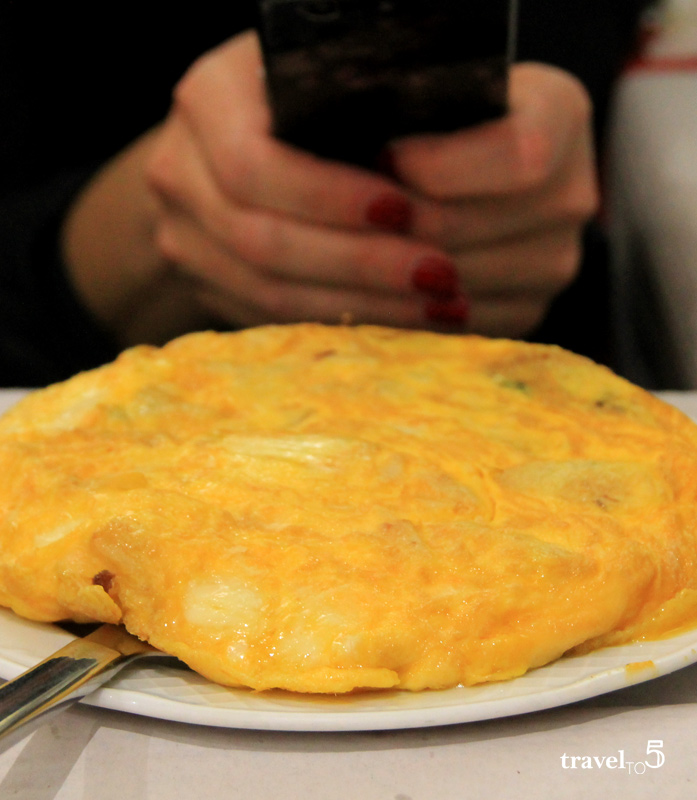 Where to eat in Lalin - Spanish omelette with galician cheese - travelto5